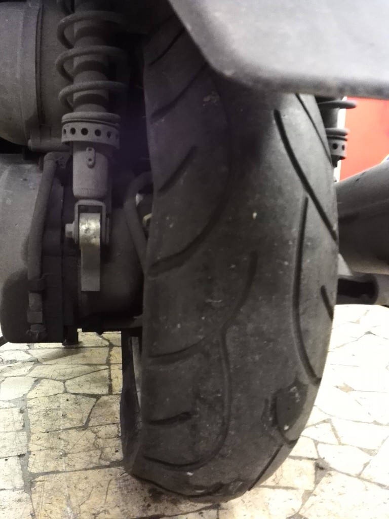 Sostituzione pneumatici moto e scooter